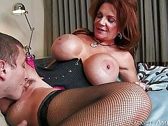 Deauxma is a jaw-dropping mature female with fantastic large tits