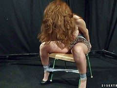 Long haired big circumference on the up redhead Alice King apropos majuscule